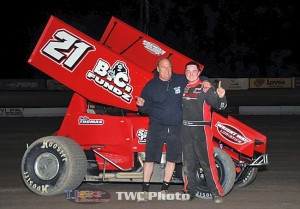 Tyler Thomas made his way to victory lane with a last-lap pass in Friday night's 305 Sprint Car Shootout at Las Cruces' Southern New Mexico Speedway. (TWC Photo)