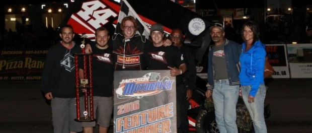 Chris Martin and crew in victory lane following their victory on Friday at Jackson Motorplex. (Image courtesy of Inside Line Promotions)