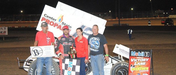 Paul Kinney with his team in victory lane Friday following his victory in the makeup feature for the Lucas Oil Empire Super Sprints from August 5th. (T.J. Buffenbarger Photo)