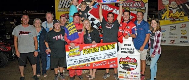 Wayne and the team celebrate their Jesse Hockett/Daniel McMillin Memorial win in September (John Lee – High Fly'N Photos)
