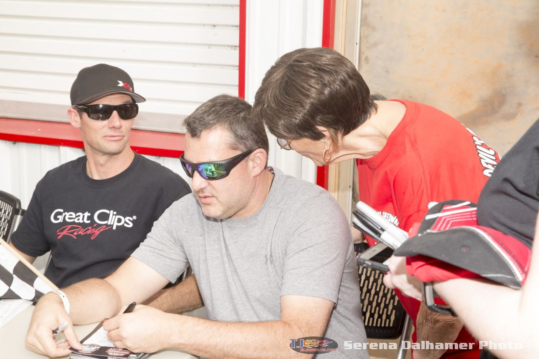 Daryn Pittman, Tony Stewart, and Beverly Edwards (Serena Dalhamer photo)