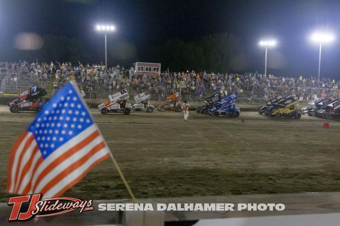 Fan Salute (Serena Dalhamer photo)